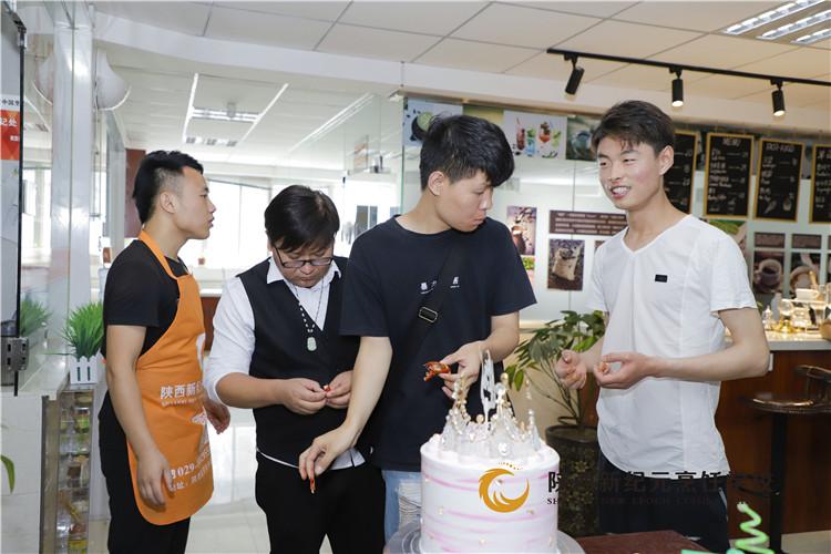小龙虾试吃_陕西新纪元烹饪学校